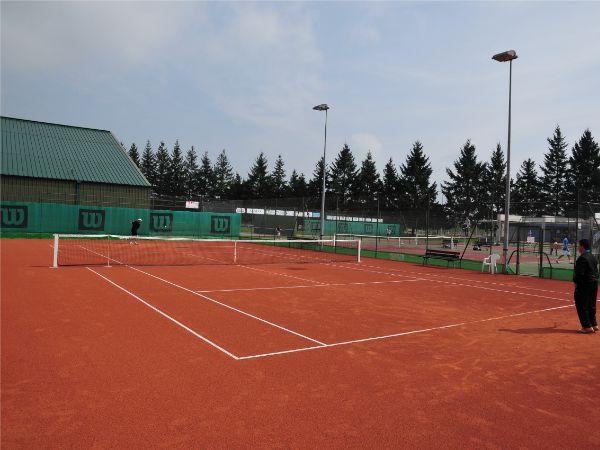 Constructeur de terrains de tennis en terre battue artificielle